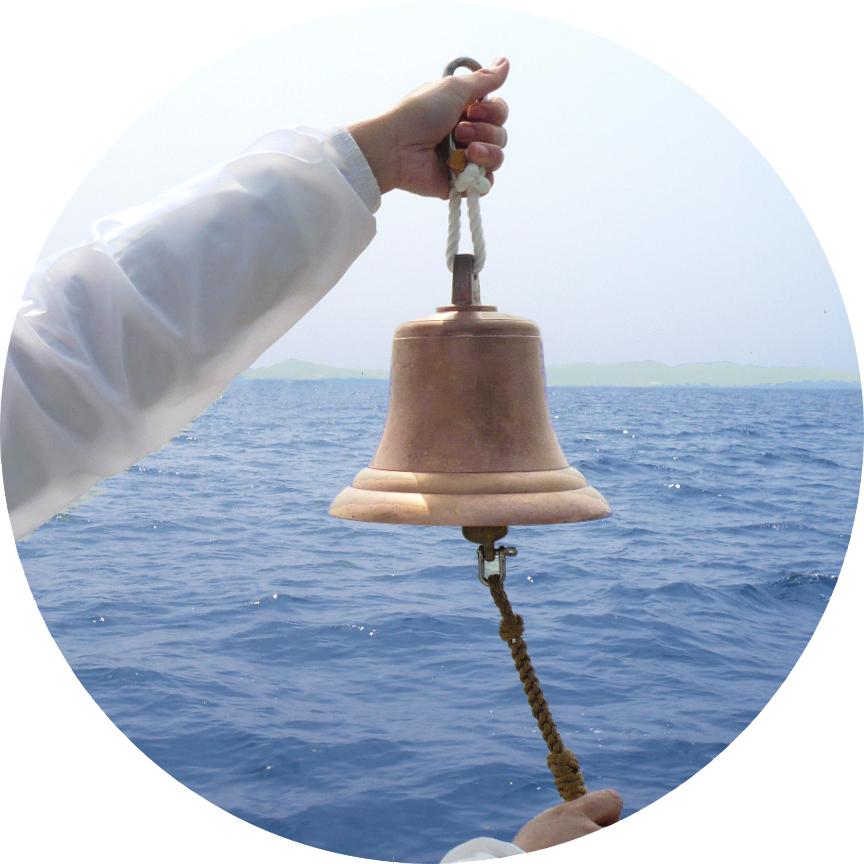 海洋葬貸切プランで流れの号鐘と黙祷