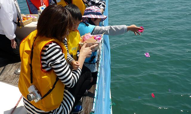 岡山(牛窓)での海洋散骨の献花