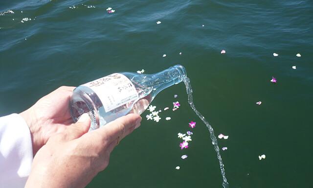 神戸(兵庫県)での海洋散骨の献酒