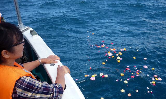 南紀白浜での散骨の献花