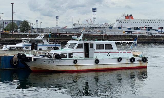海洋散骨での中型クルーザーの乗船人数