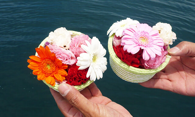 静岡県駿河湾での散骨の献花