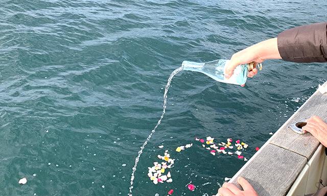 福岡県能古島沖での散骨