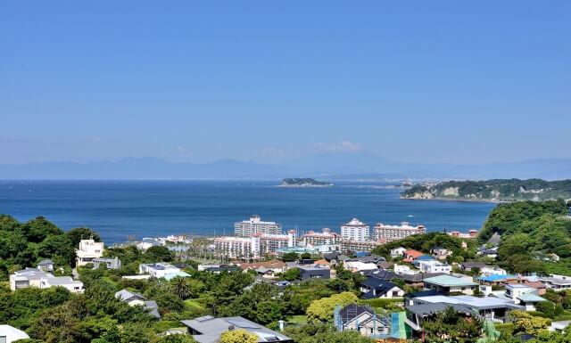 神奈川・葉山の海洋散骨業者の街並み