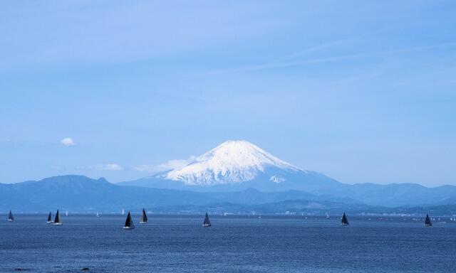 神奈川・葉山の海洋散骨業者の富士山