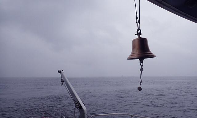 東京湾での散骨の鐘