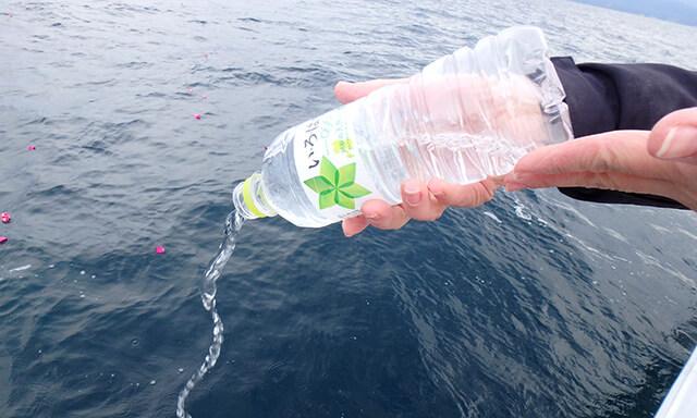 鹿児島県での海洋散骨の様子